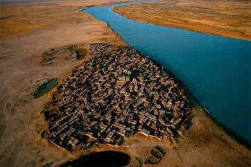 village on the bank of the niger river mali