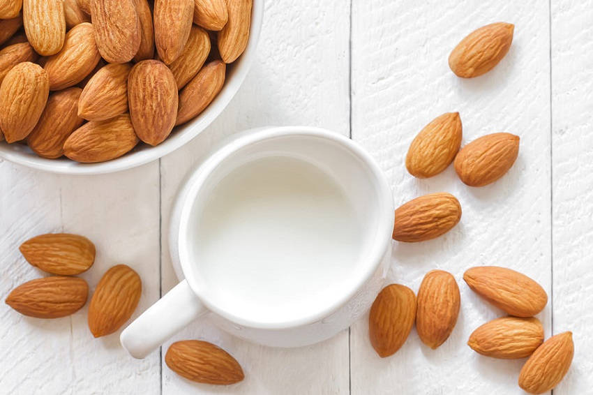 Benefits-of-Drinking-Almond-Milk