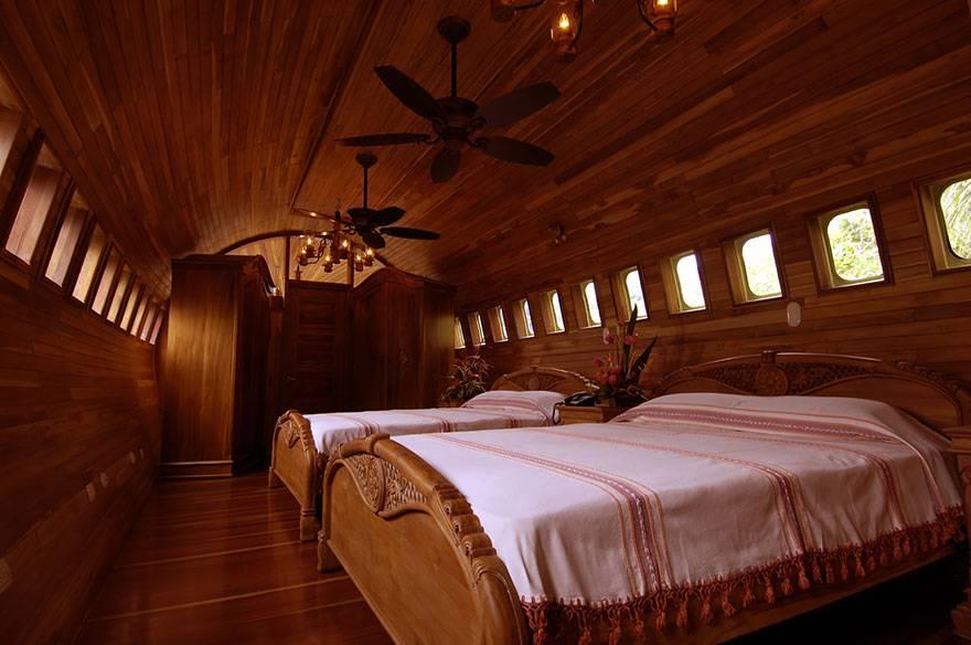 02-Plane Hotel, Costa Rica