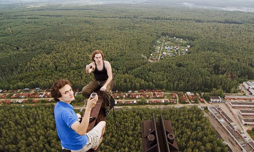 11-Teen Russian Skywalkers Climbing the World's Highest Buildings