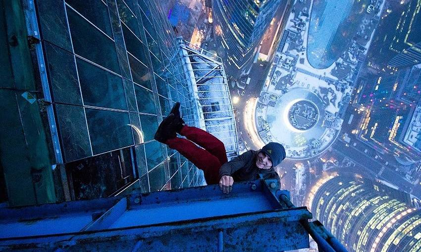 4-Teen Russian Skywalkers Climbing the World's Highest Buildings