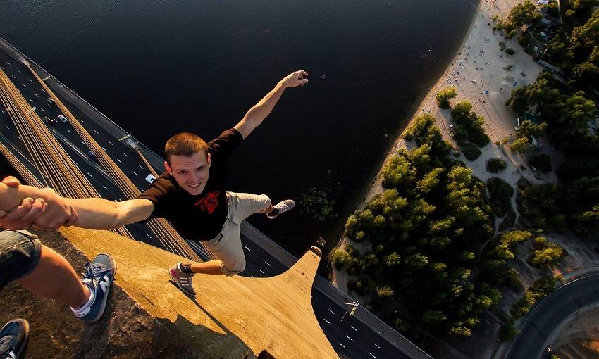 5-Teen Russian Skywalkers Climbing the World's Highest Buildings