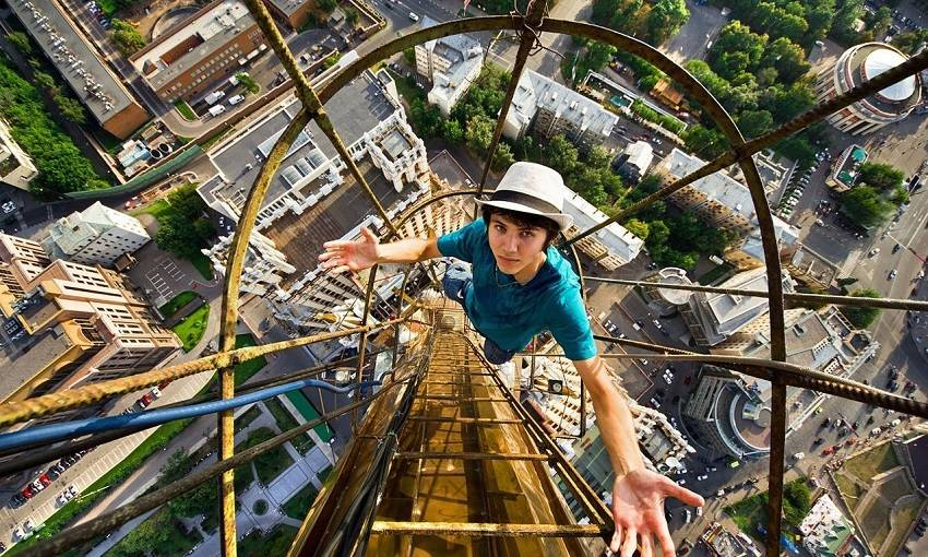 7-Teen Russian Skywalkers Climbing the World's Highest Buildings