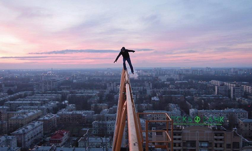 8-Teen Russian Skywalkers Climbing the World's Highest Buildings