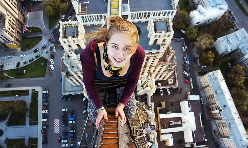 9-Teen Russian Skywalkers Climbing the World's Highest Buildings