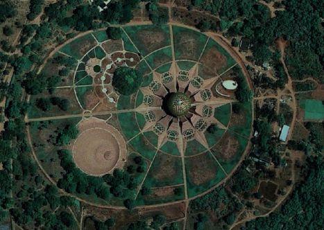 2-auroville-utopian-community