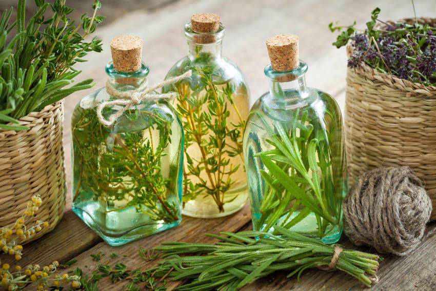 Essential Oils For Pain Relief You Can Try For Headaches and Joint Pains