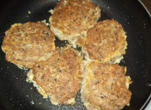 No-filler salmon patties in coconut oil