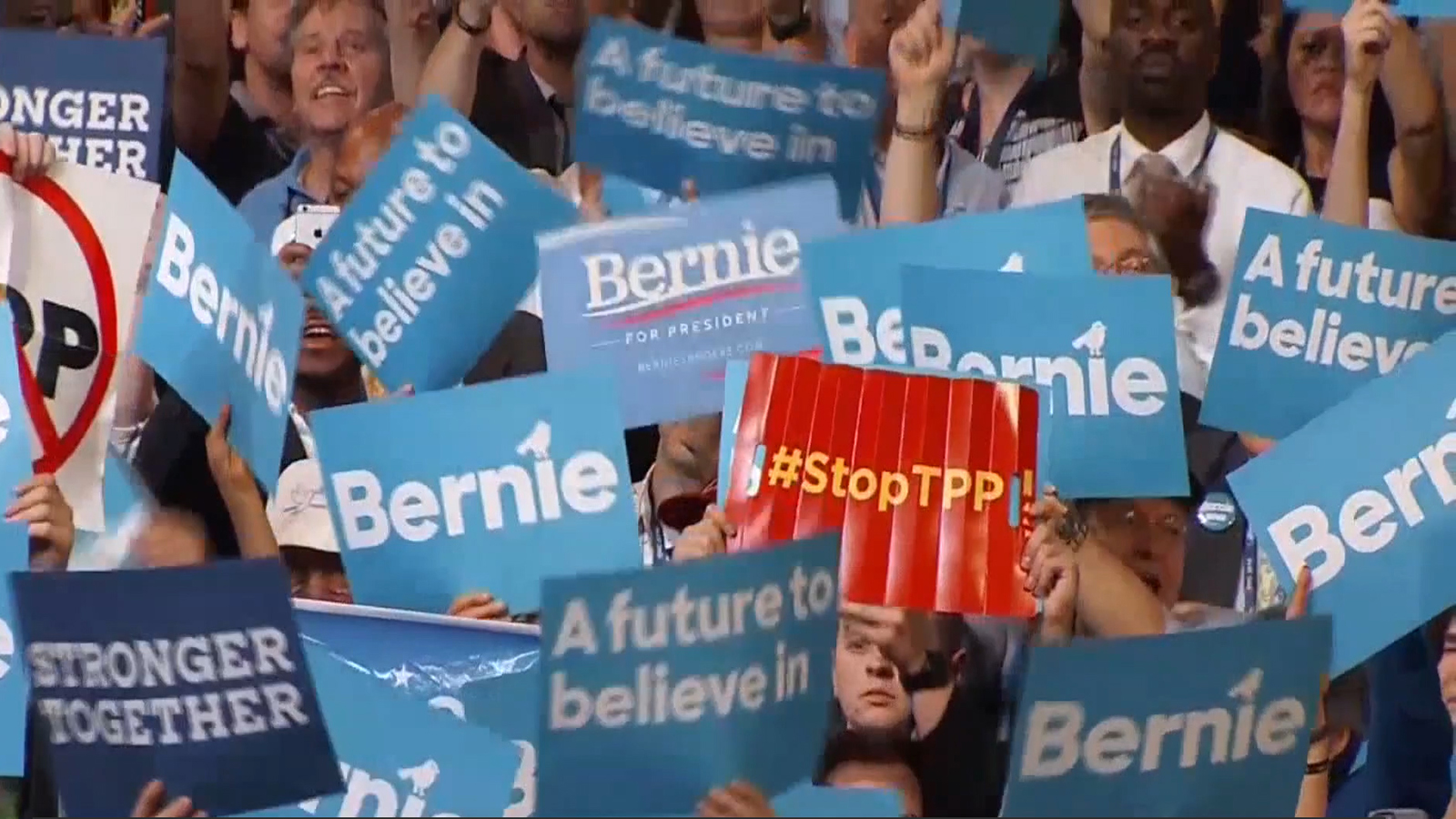 Bernie-Sanders-supporters-protest-at-DNC1