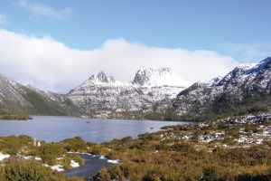 01-cradle-mountain-lake-and-dove-tasmania