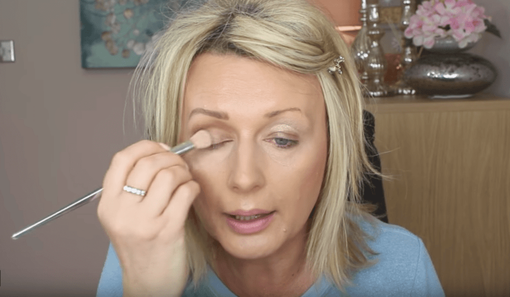 Popular Youtube beauty Vlogger, Nisha from Sugar Puff and Fluff, shows you tricks for hooded eyes makeup. Hooded eyes are lovely, but as we get older they ...