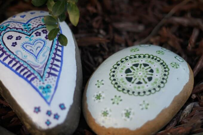 Add a little Spring color with Painted Garden Rocks ~ Life Beyond the Kitchen