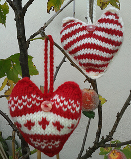 Knitted Ornaments You'll Love! ~ Creative Craft Blogger's Challenge ~ Life Beyond the Kitchen