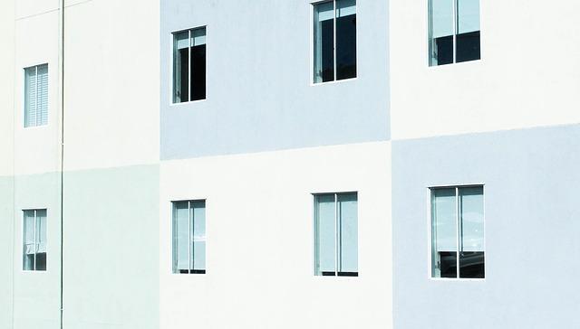 Różne rodzaje elewacji budynków mieszkalnych