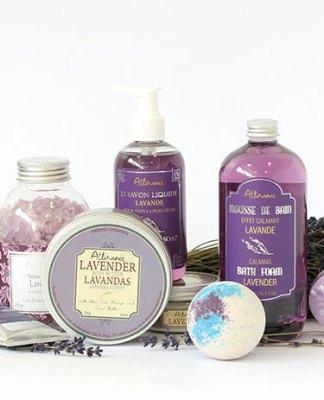 Jakie kosmetyki warto wybierać na prezent?