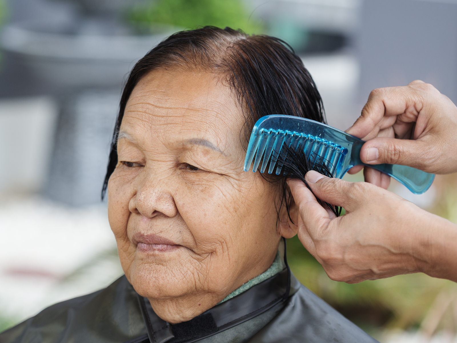 Eliminate The Struggle To Wash A Senior S Hair