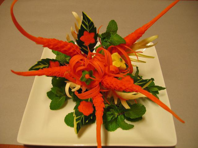 carrot-flower-carving