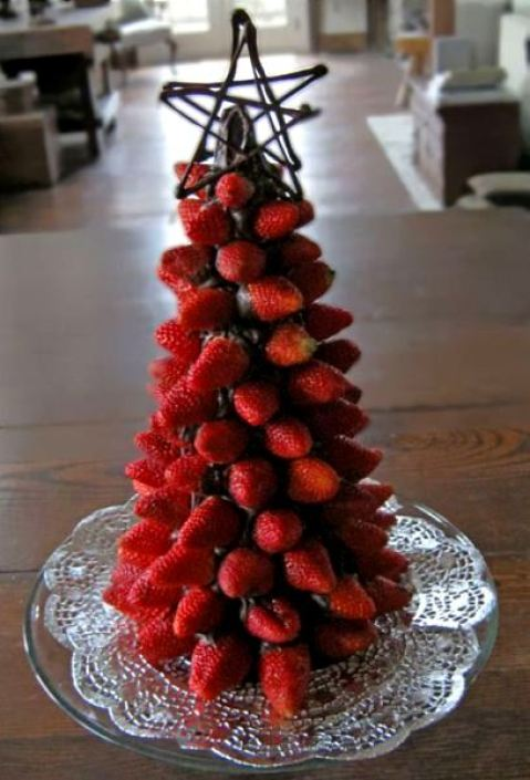 strawberry-christmas-tree