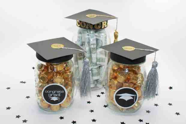 10 awesome graduation gift ideas - add a graduation hat to a mason jar and fill it with money or candy.