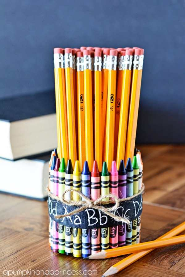 10 fun crayon crafts. It's back to school time again. Here are some awesome crayon crafts so you have a reason to use up the old ones & go get a new box!