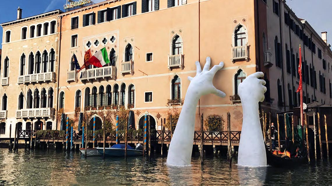 Venice Two Giants Hands Support The City Against Climate