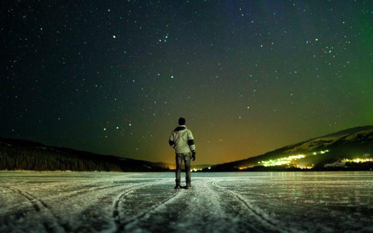 men_the_man_on_the_ice_looking_up_at_the_stars_103493_