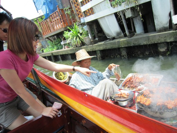 Buying from the floating boat