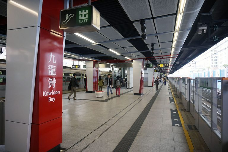 Kowloon_Bay_Station_2014_03_part2