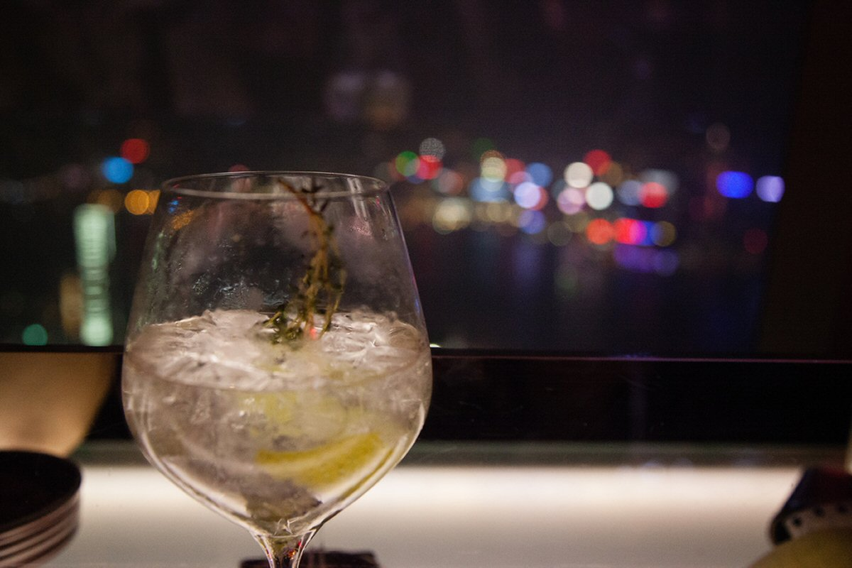 7 Reasons To Book a Holiday to Hong Kong - You can visit the highest bar in the world