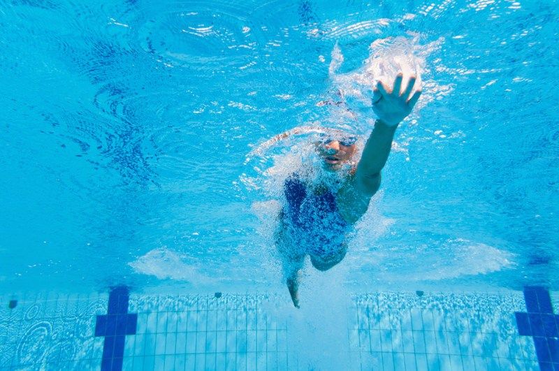 5 Easy Ways to Burn Calories in the Pool