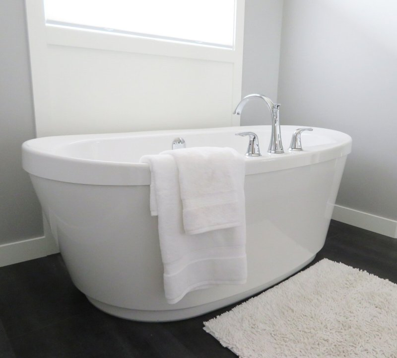 Freestanding baths are a clean and stylish option