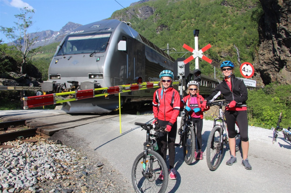 Flamsbana Train up, Mountain bike down.... a family approach to seeing Flam at its finest!