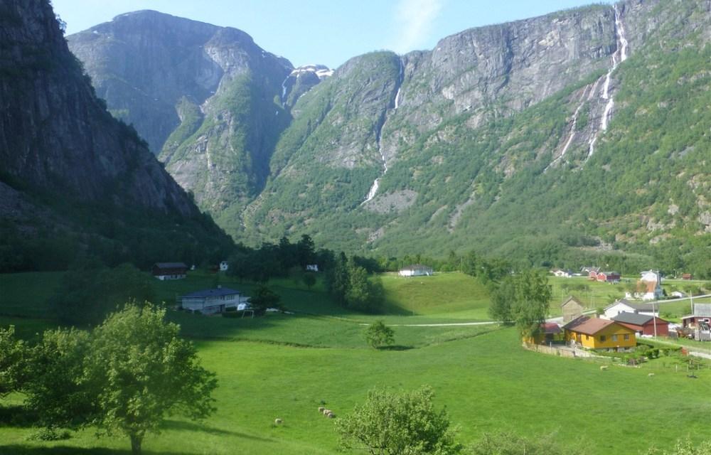 #THISGIRLCAN enjoy climbing in Eidfjord