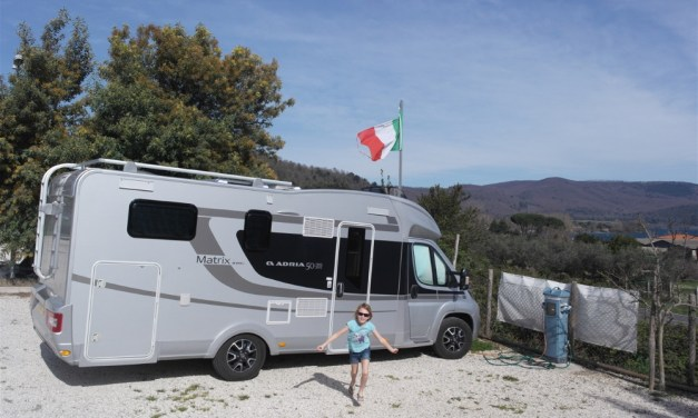 Motorhomers heading for Italy might want to consider this little gem of an aire on the shores of Lake Bracciano…
