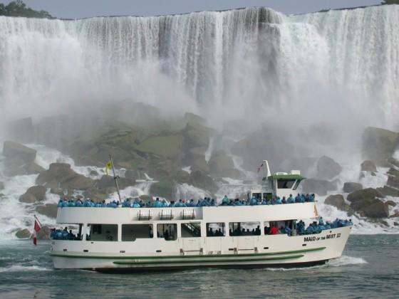 Niagara_Falls_Ship