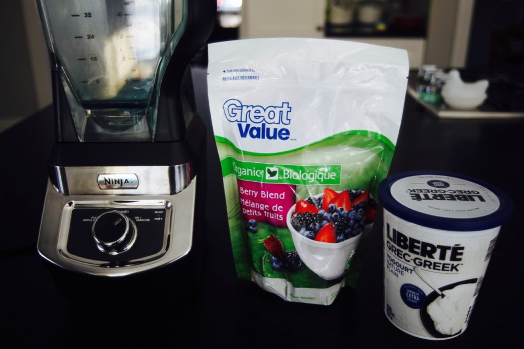 Smoothie Bowl Base, Greek Yogurt and Frozen Fruit