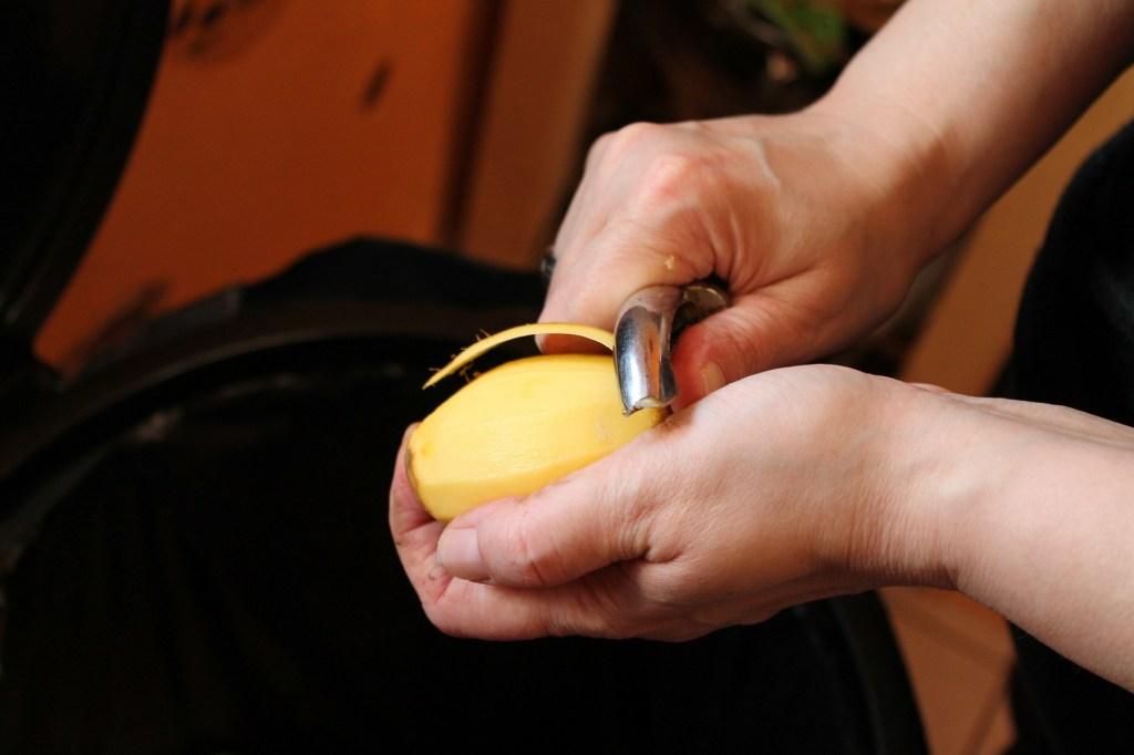 greenlid, peeling potatoes, reducing waste, vegetable stock