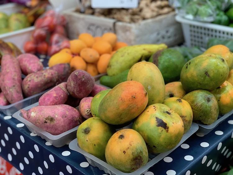 Tahiti good for families, food market,