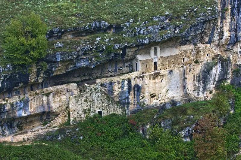 monastero san bartolomeo abruzzo