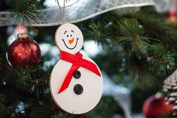 Snowman Cork Ornament Feature