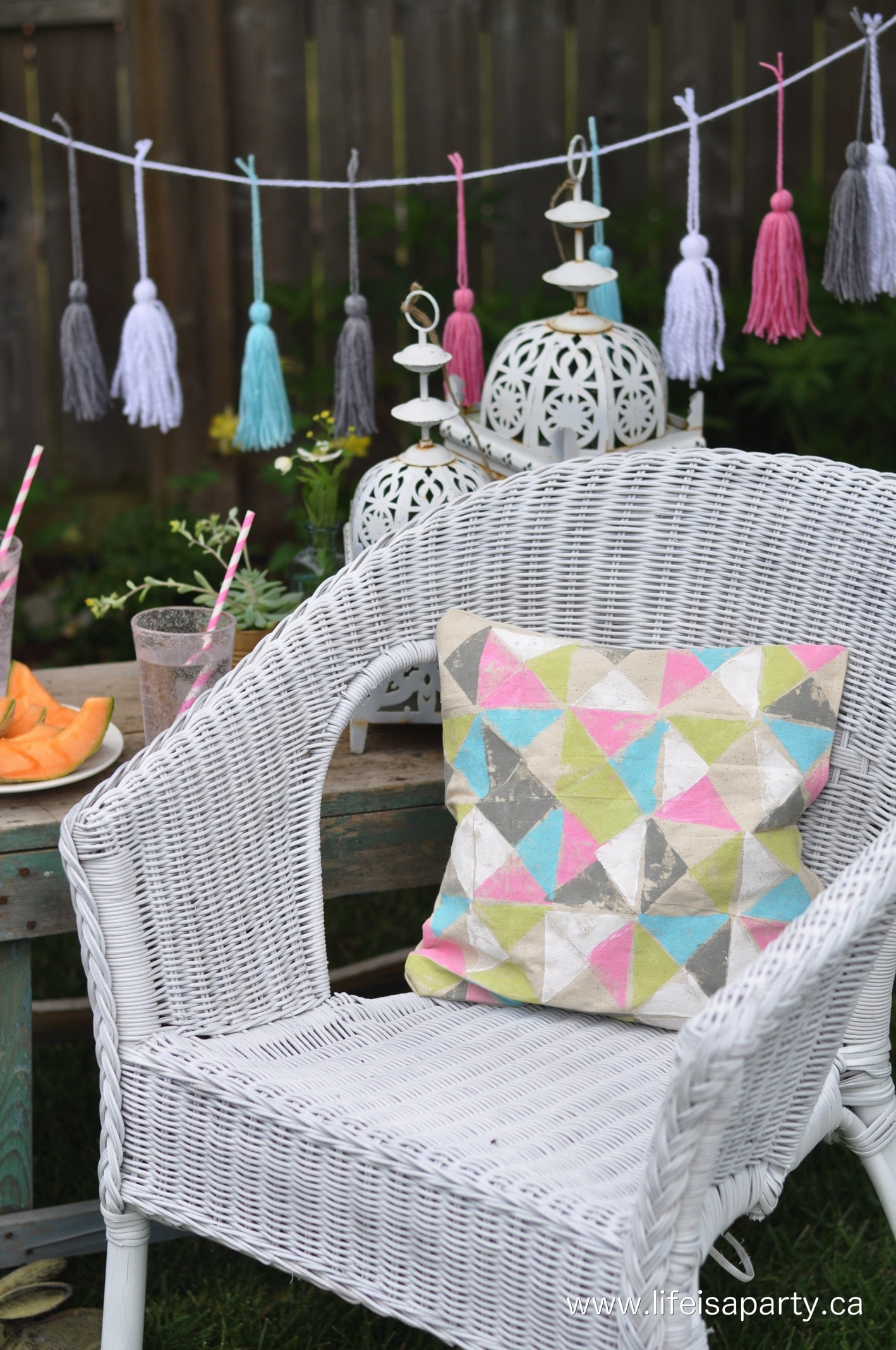 Spray Paint Wicker Chair Makeover