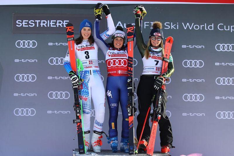 Federica Brignone sul podio con Petra Vlhova e Mikaela  Shiffrin.