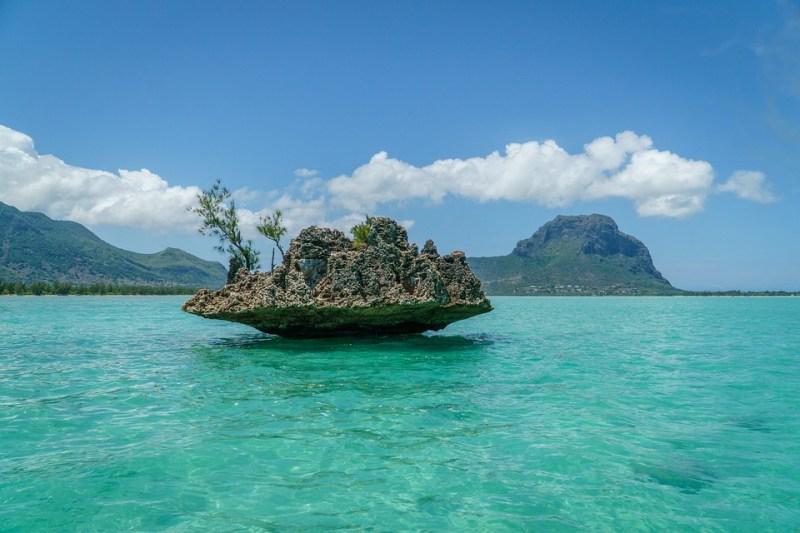 VOLETE VIVERE E LAVORARE NEL PARADISO DELL'OCEANO INDIANO? Ora si può. Mauritius ha lanciato un nuovo visto a lungo termine per soddisfare la domanda di nomadi digitali, lavoratori a distanza e pensionati