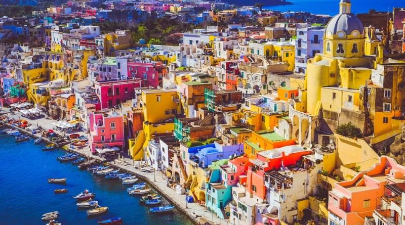 È Procida la capitale italiana della cultura per il 2022.