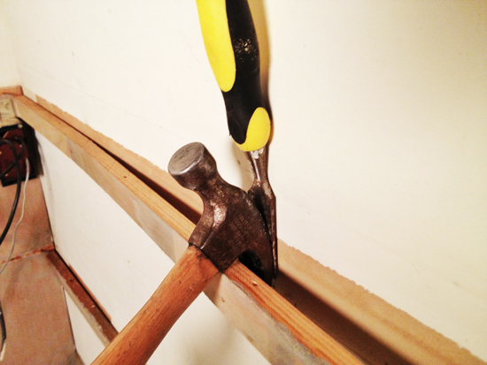 how to remove trim without damaging the drywall