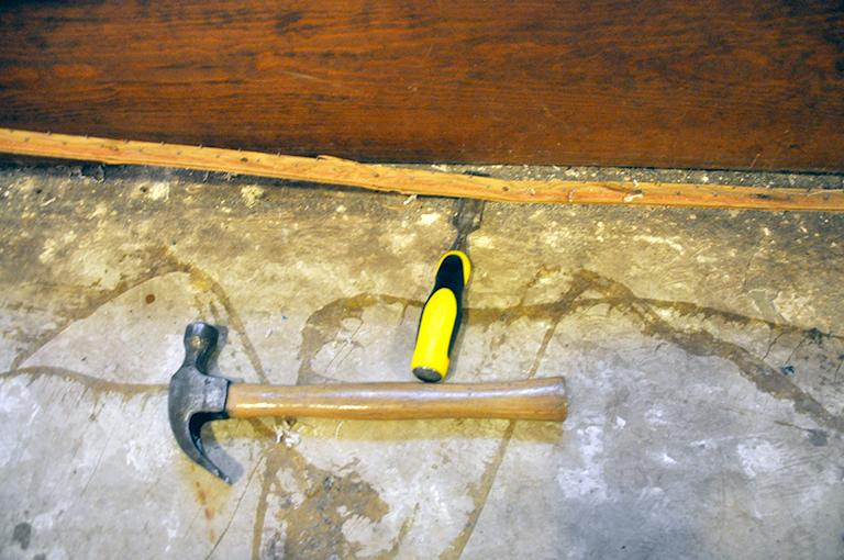 removing carpet tack strips