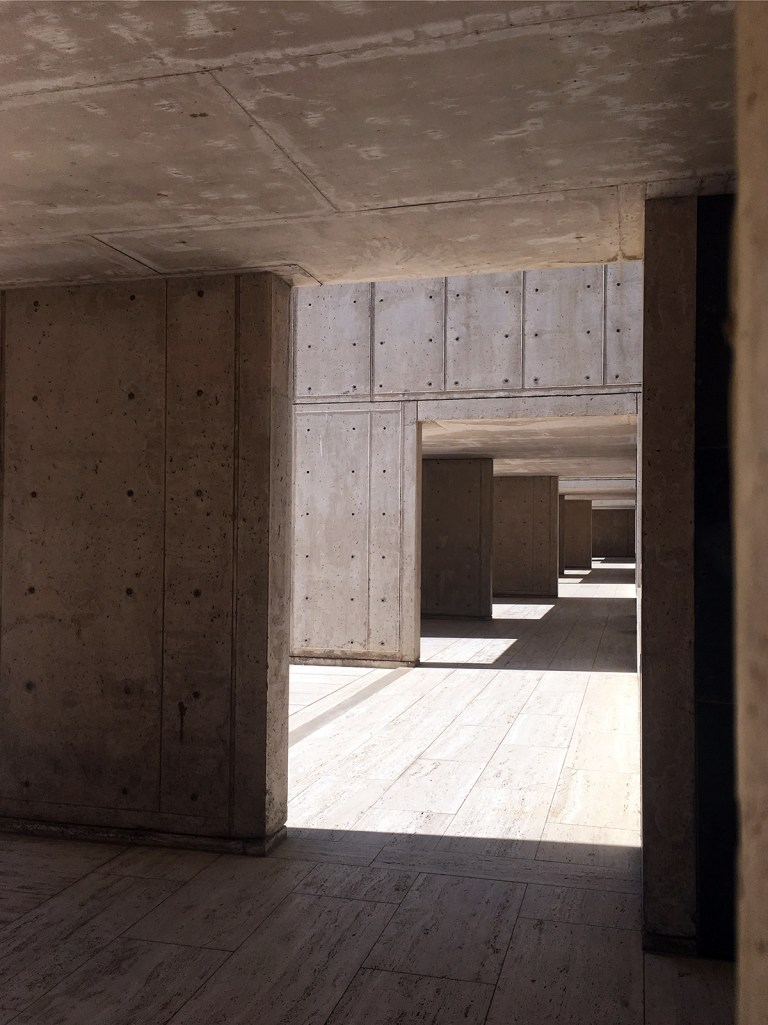 Salk Institute covered breezeway 02