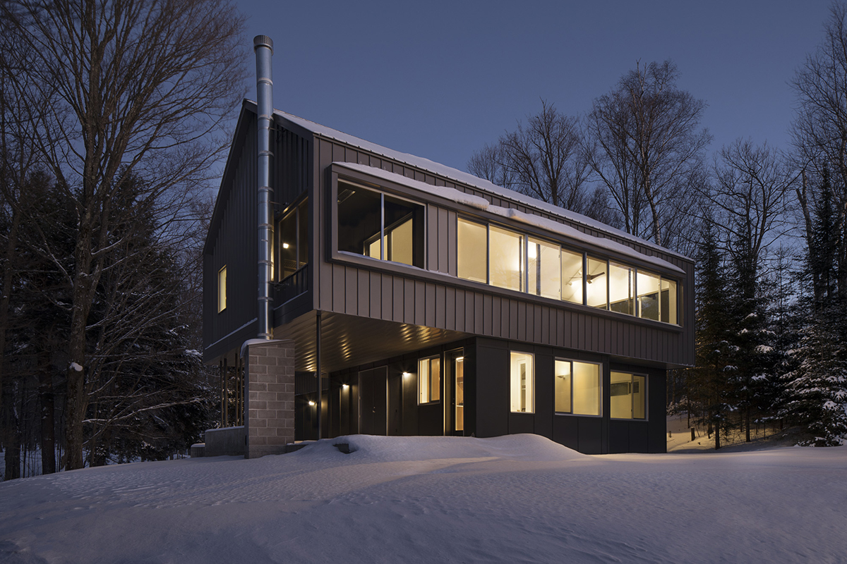 Modern Cabin winter night snow - Photographer Poul Ober