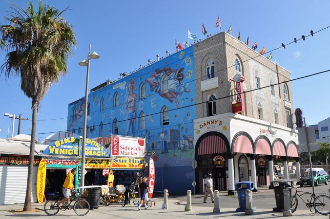 Venice Beach promenade is an experience like no other! Look out for Muscle Beach, too! Photo by Sidvic/Wikimedia