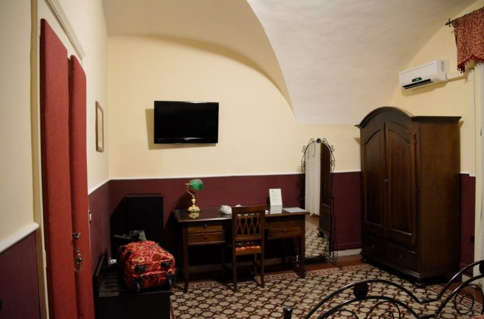 Reasonably priced place to stay in Catania